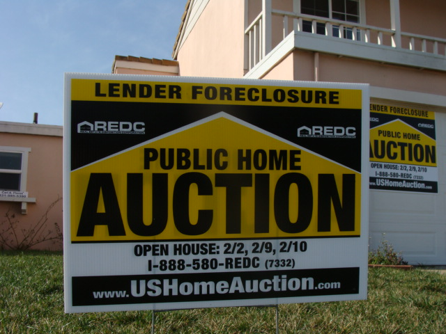 """Foreclosedhome"" by User:Brendel at en.wikipedia.org - Own work. Licensed under Creative Commons Attribution-Share Alike 3.0 via Wikimedia Commons - http://commons.wikimedia.org/wiki/File:Foreclosedhome.JPG#mediaviewer/File:Foreclosedhome.JPG"