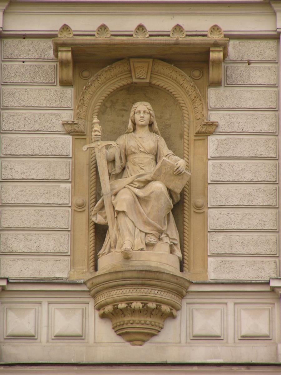 Justice_statue