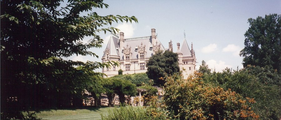 Biltmore_estate_garden,_looking_at_house